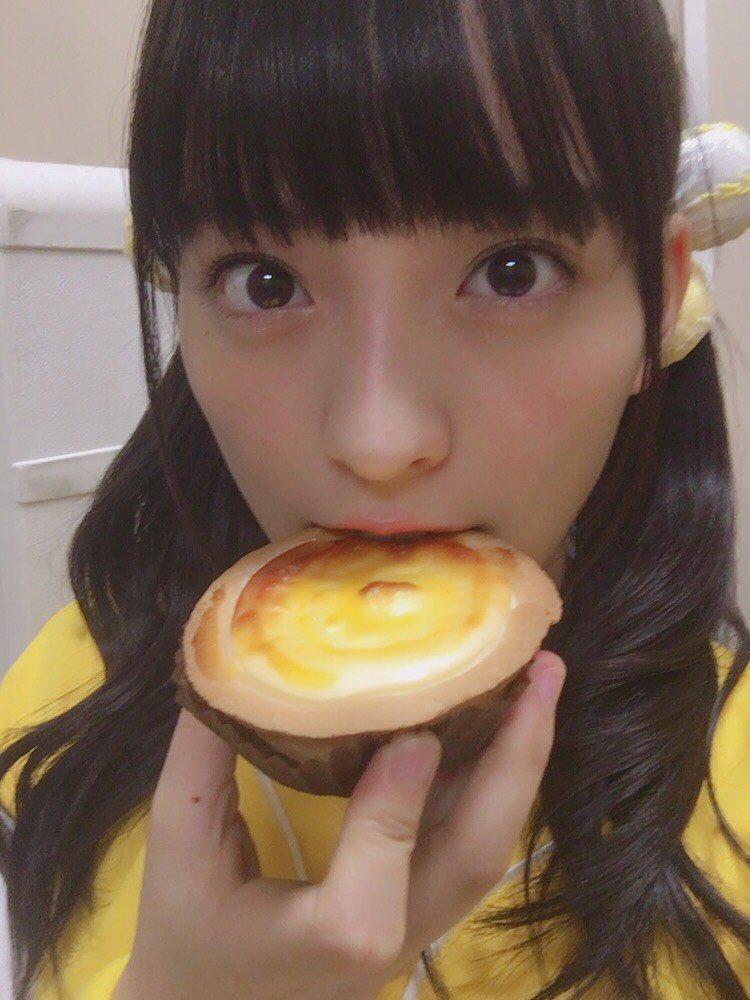 タルトを食べている清井咲希