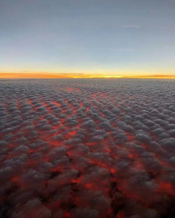 Clouds from hell over the California fire
