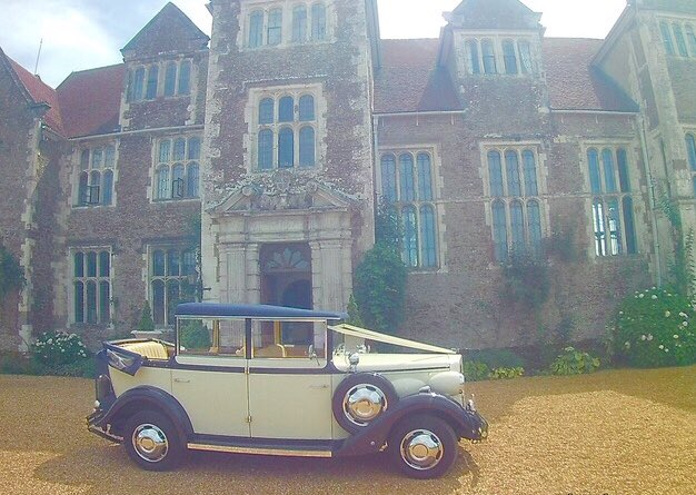 RT @linarawedcars Congrats to Georgina & Jorge who married today.  It was a lovely drive on a sunny day to their reception @LoseleyPark after their wedding.