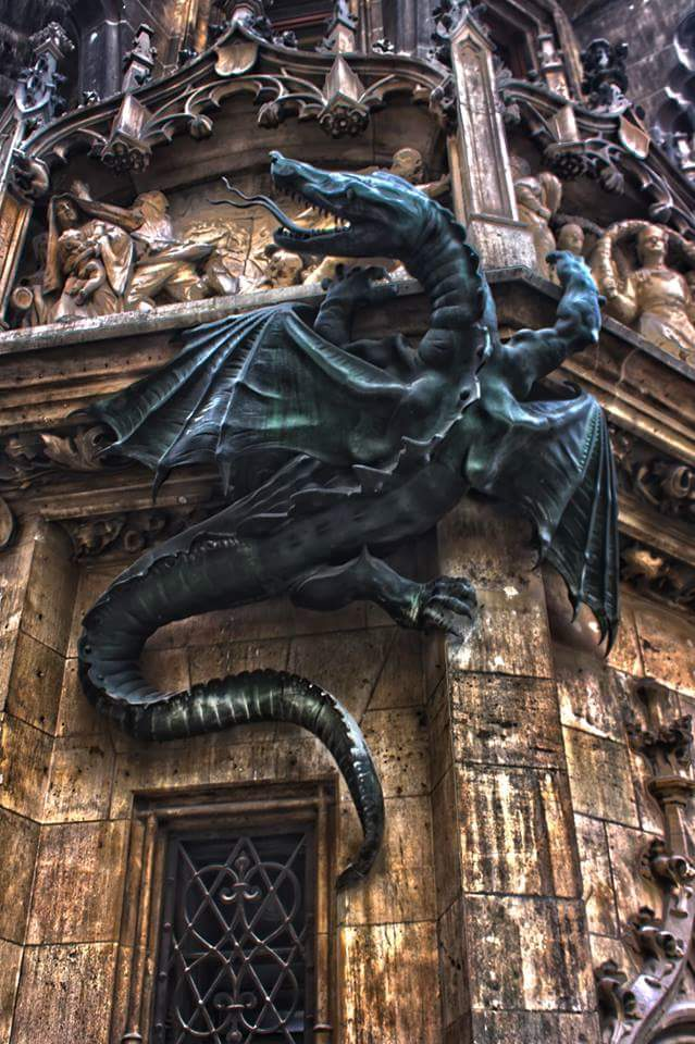 #Design Awesome of the Day: #Gothic #Dragon 🐉 #Sculpture on the wall of the New Town Hall (Neues Rathaus) in #Marienplatz #Munich #Bavaria #Germany 🇩🇪 Photo 📸 Andreas Huschka via @Steampunk_T #SamaPlaces 🗺️ #SamaDesign