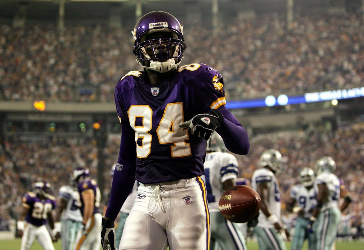 15,292 receiving yards  156 TDs  Single-season record 23 receiving TDs  Is Randy Moss the GOAT WR?  🐐  #PFHOF18