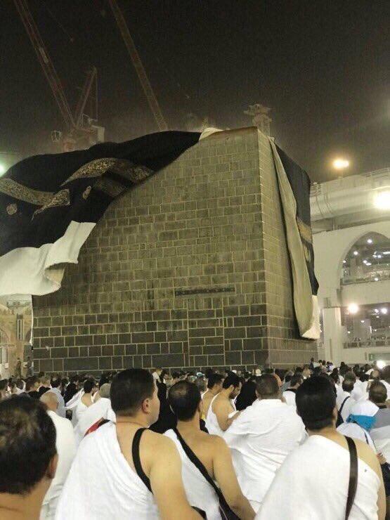 فيديو وصور: بالرغم من الحرارة المرتفعة.. أمطار غزيرة تتساقط في مكة ورياح الخير تهز الكسوة قبل تغييرها