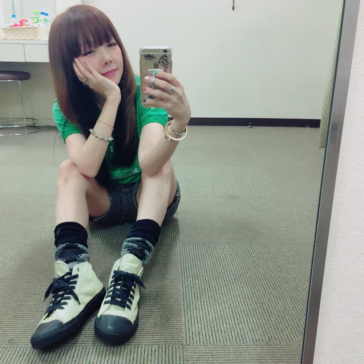 aikoハイカットのスニーカー可愛い
