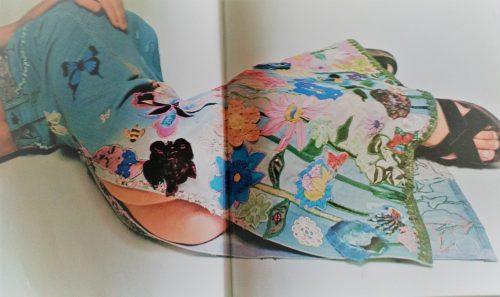 Come trasformare un paio di jeans anonimi in un capo esclusivo. Ti spiego i valori aggiunti #aggiunti #colori #dipinto #filo #hippies #idea #jeans #libro #macramè #moda #paillettes #perline #pittura #ricamo #stile #stilista #valori https://corsiinsartoria.it/2018/08/03/come-trasformare-un-paio-di-jeans-anonimi-in-un-capo-esclusivo-ti-spiego-i-valori-aggiunti/  - Ukustom