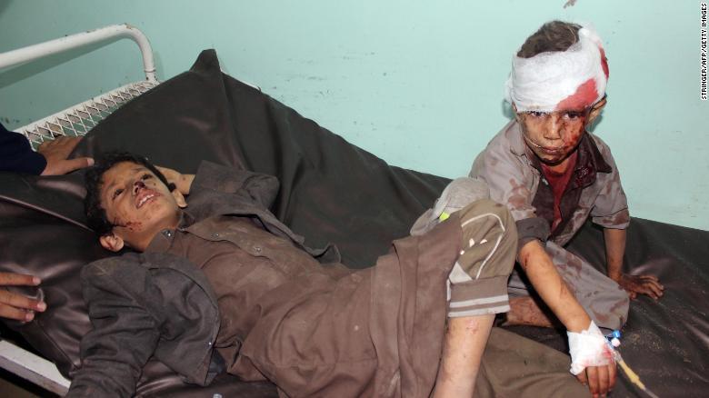 La bomba que mató a 40 niños y dejó a otros tantos heridos en un ataque aéreo en #Yemen fue fabricada y vendida por Estados Unidos, dijeron expertos a CNN https://t.co/UXXdlWK6HX