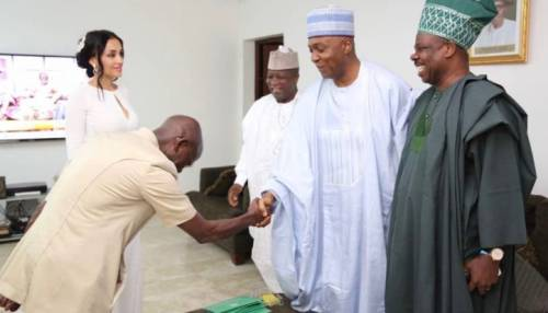 THROWBACK: The Day Adams Oshiomhole Bowed Down Before Saraki | Sahara Reporters  The tension between both men began to heighten after Saraki addressed a 'World Press Conference' in Abuja on August 8, READ MORE:  http:// bit.ly/2OKZQul  &nbsp;  <br>http://pic.twitter.com/edjKzAJsSy