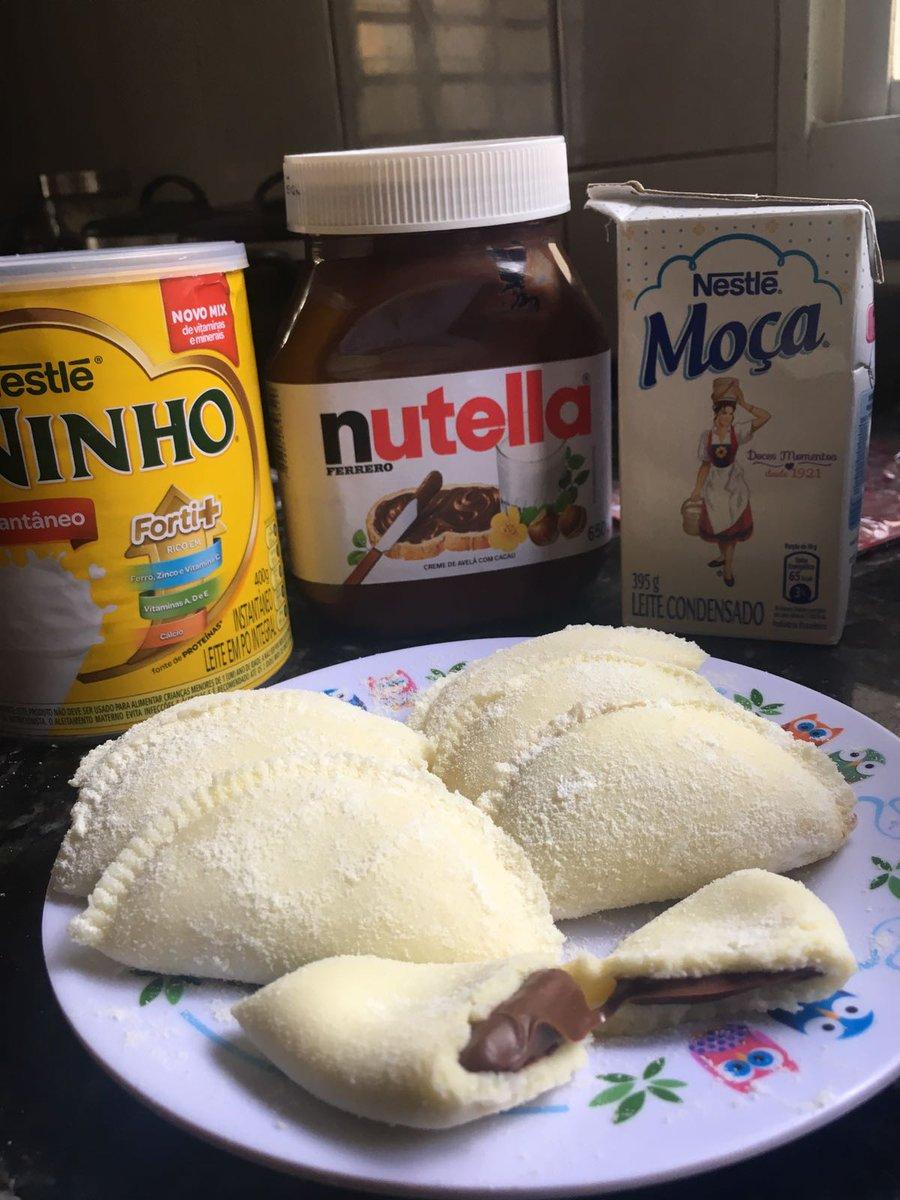 Gente, minha mãe está vendendo esses deliciosos pastelzinhos de leite ninho com Nutella e doce de leite também!! Apenas R$ 2,00!❤️ Aceitamos encomendas e fazemos entregas. Ajudem dando rt por favor.
