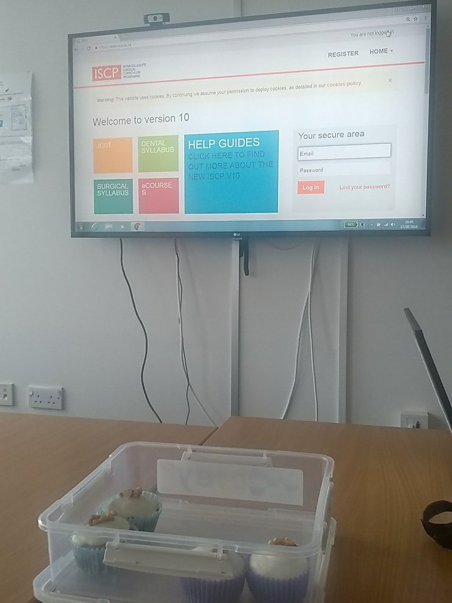 Orthopaedic ARCP. Every trainee gets a cupcake. Who says orthopods are unfriendly... <br>http://pic.twitter.com/r3vl1yp1kg