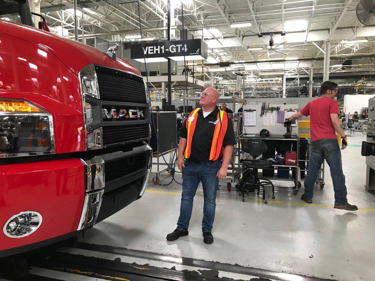 Mack Trucks Picture