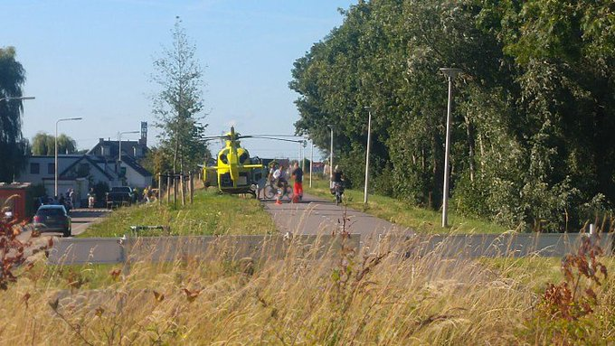 Maasdijk Traumahelikopter inzet aan de Maasdijk Medisch incident in woning. Foto MariovanBeusichem. https://t.co/z59RvtTAWJ