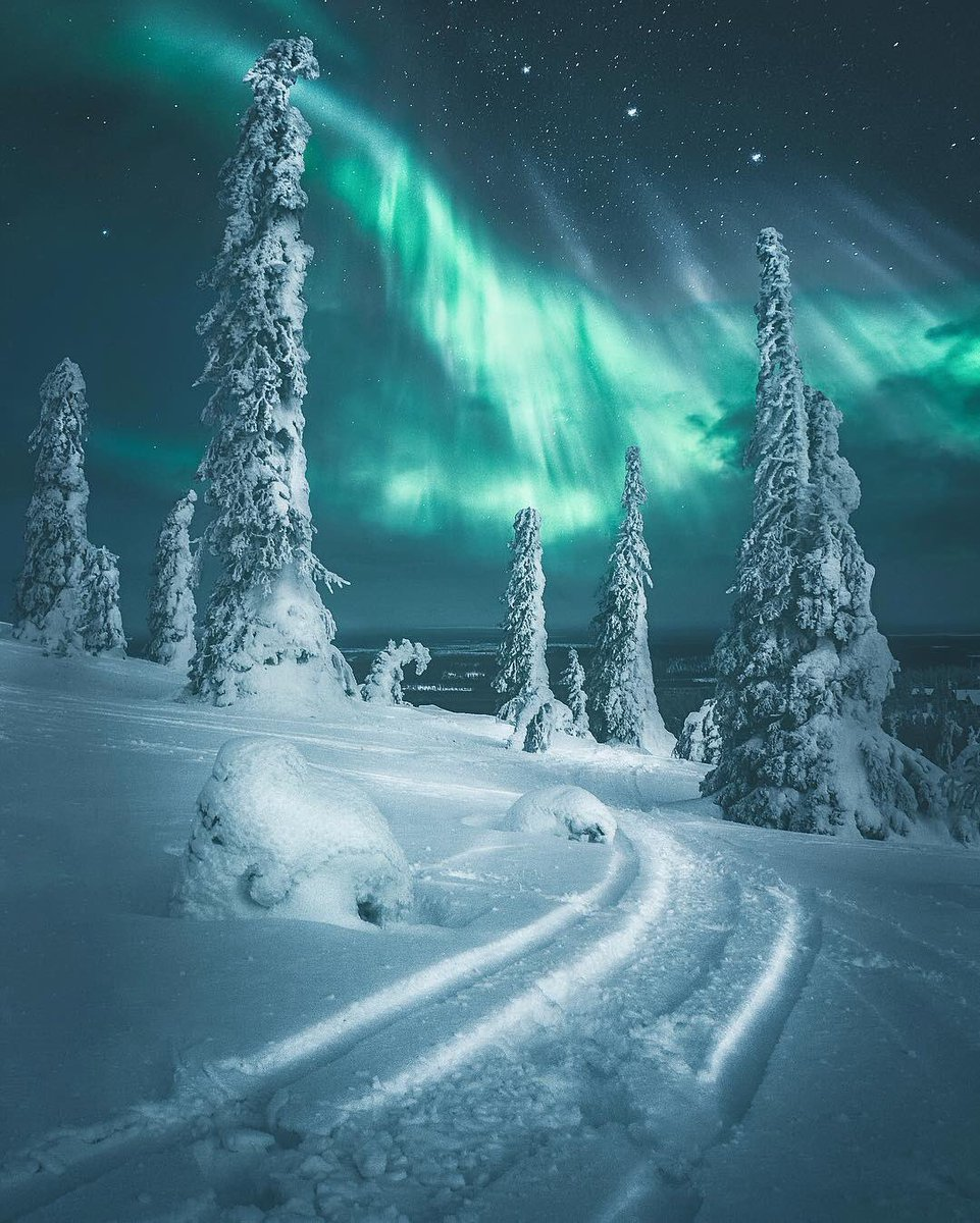 An epic display of Aurora Borealis over Finland | Photography by Juso Hamalainen <br>http://pic.twitter.com/Nu0Ly7Wzrp