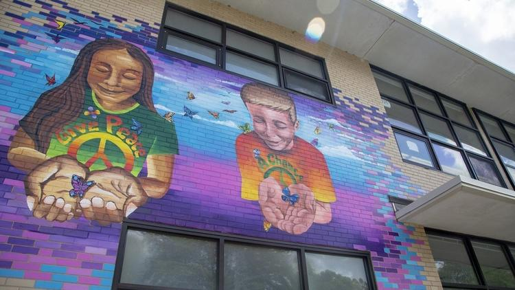 Murals are popping up all over #Hartford. Take a look at where they are and who painted them  https:// cour.at/2PeGcrH  &nbsp;  <br>http://pic.twitter.com/KPzFkqfkVc