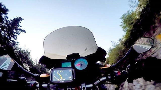 Day 12 - Le avevo detto che il ritorno sarebbe stato tranquillo.  #wheelie #ducati #terblanche #multistrada #1100s #wdw2018 #holiday #travelling #holidayontheroad #motoblogger #motorcycletravel #moto #summer2018 #croatia #croaziainmoto #fullgas https://ift.tt/2MqTd2P  - Ukustom