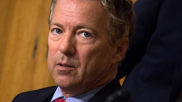 Rand Paul asks Trump to lift sanctions on top Russian officials so they can visit the US https://t.co/vQbwtsSVG6 https://t.co/ZMiTpsoYPf