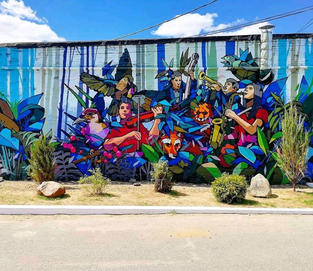 ... music is all around... in colors. Art by Mednoy Mednovich #streetart #art #graffiti #mural #urbanart #colors #music #enjoy<br>http://pic.twitter.com/7W3AwQ5aoj