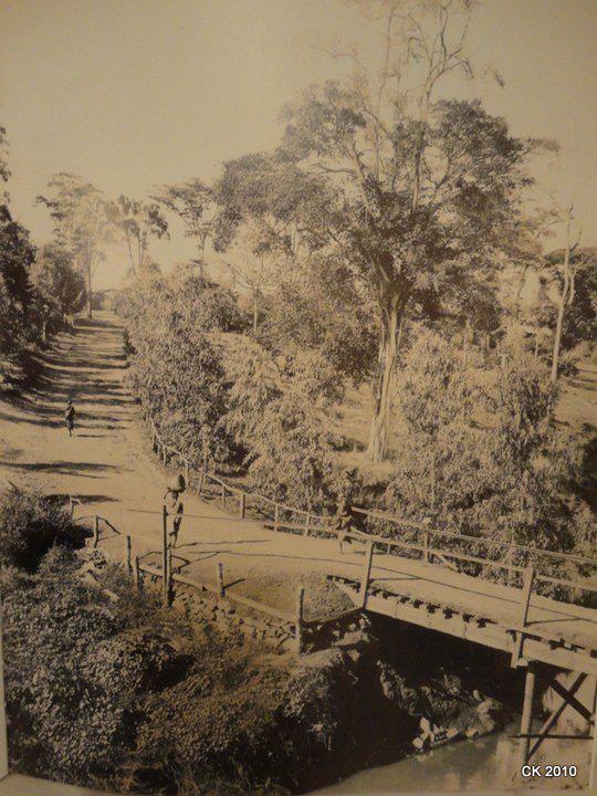 Museum hill bridge in Nairobi in 1900. Pic courtesy of @carolinekere<br>http://pic.twitter.com/F3V09q0HxL