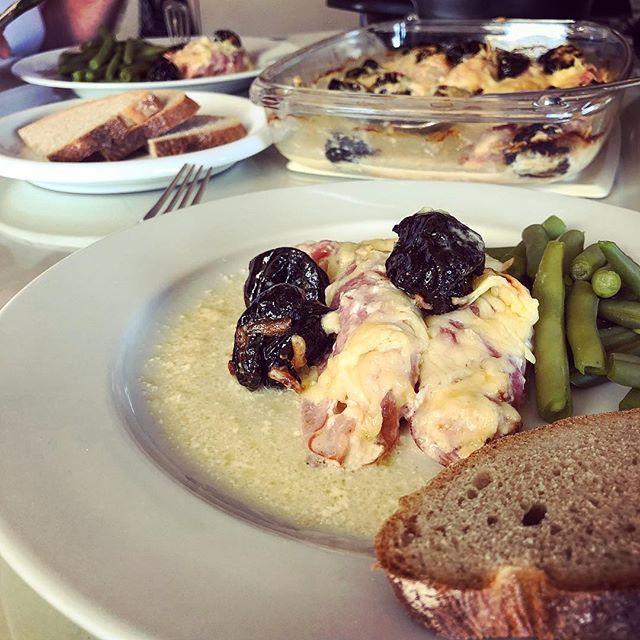 test Twitter Media - Zo'n lekker familierecept: reepjes kipfilet gerold in Schwarzwalder shinken, in de oven gegaard in witte wijn en room met kaas... geserveerd met sperciebonen en brood... :-) #myview #kip #schwarzwalderschinken #wijn #wittewijn #kaas #lekker #aanrader #ja… https://t.co/ZgABmfWPFv https://t.co/xztSRiXIdD