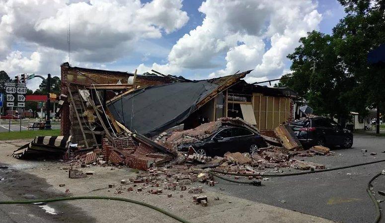 🔴 URGENT - #USA : Au moins trois personnes sont blessées après une explosion dans le centre-ville de #Homerville en #Géorgie. Lexplosion se serait produite au magasin Coffee Corner, la cause de lexplosion nest pas encore connue. #CoffeeCorner