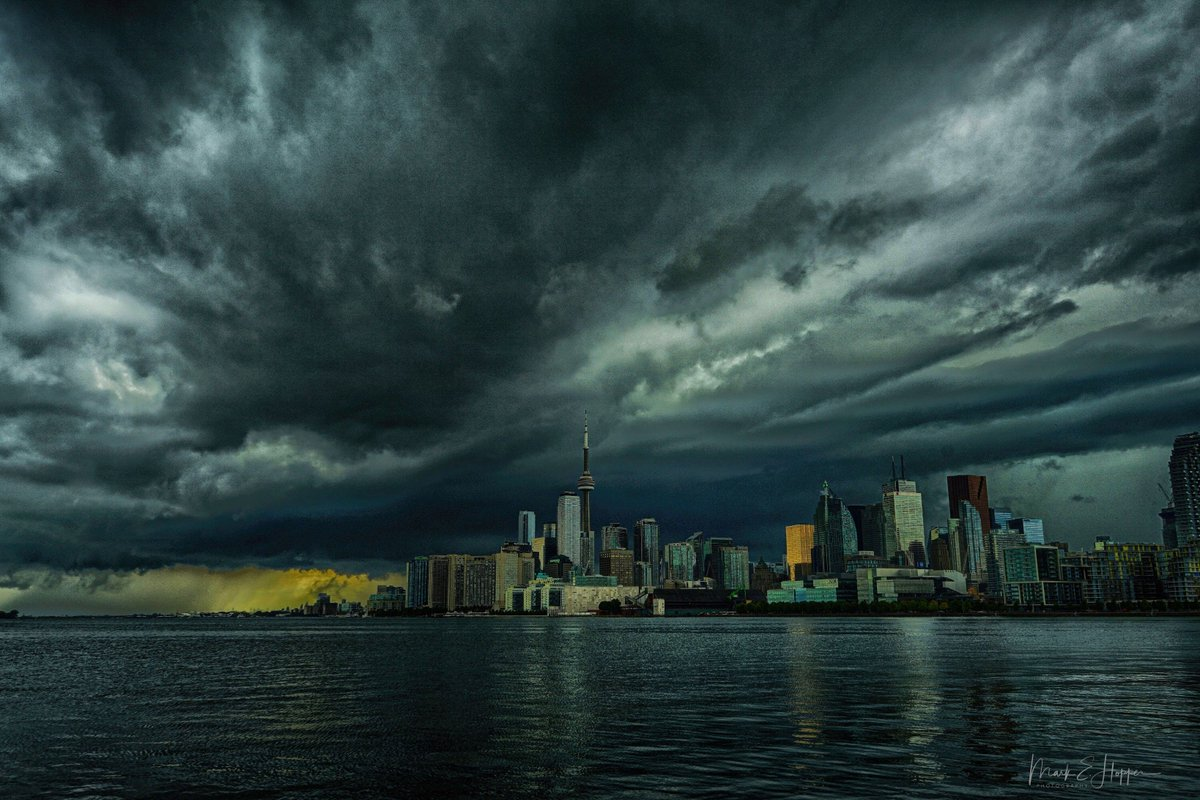 A visit home and the sky was angry this day.  Aug17 @CanGeo  @weathernetwork @NatGeoPhotos  @StormHour  @OntarioTravel  @torontolife<br>http://pic.twitter.com/WnYgeKSLGC