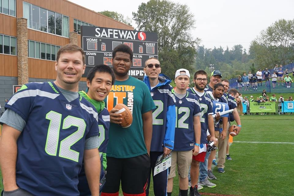 Thank you @dionj95 for inviting Federal Way Thunder to @Seahawks Training Camp! The team got to go on the field after practice to hang out with Dion and he introduced them to @Shaquemgriffin, @KJ_WRIGHT34 and @Bwagz!<br>http://pic.twitter.com/TDo6HGr1pg