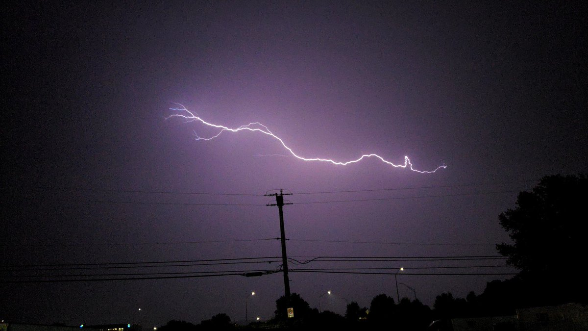 @epawawx @stormchaserray  My GOODNESS! Thor is in the Lehigh Valley tonight!  <br>http://pic.twitter.com/10wGPdBYer