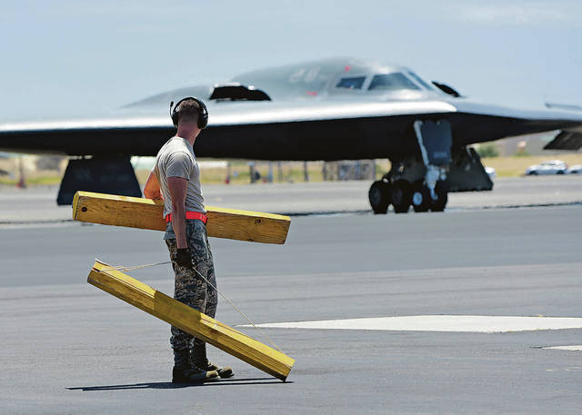 .@usairforce B-2 bombers fly in for first isle deployment https://t.co/xkHthkhfee #Hawaii #AirForce #PearlHarbor