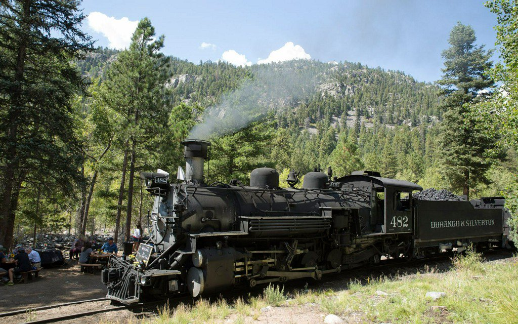 This brew train serves craft beers and scenic views of the Colorado wilderness  https:// tandl.me/2MZ2BaD  &nbsp;  <br>http://pic.twitter.com/UZBQMfapUv