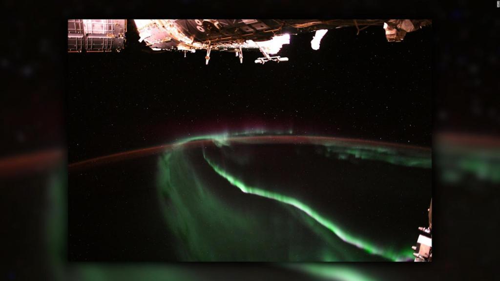 Así se ven las auroras boreales desde la Estación Espacial Internacional https://t.co/eqHgb20bk7 https://t.co/zOgVkvbnul