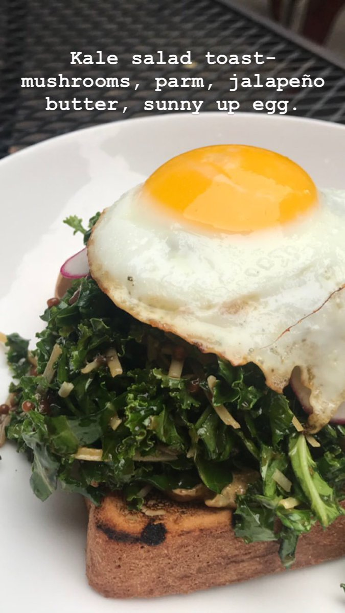 Kale salad toast- mushrooms, parm, jalapeño butter, sunny up egg. #tgif #dinner https://t.co/6ZK1imrYsp