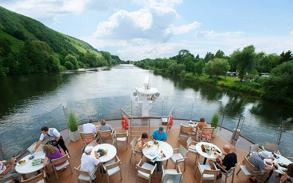 This river cruise company is going adults only  https:// tandl.me/2MVq3We  &nbsp;  <br>http://pic.twitter.com/wqHwkUfiTV