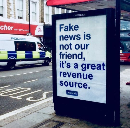 Someone in London is paying good money to troll Facebook metro.co.uk/2018/08/16/fak…