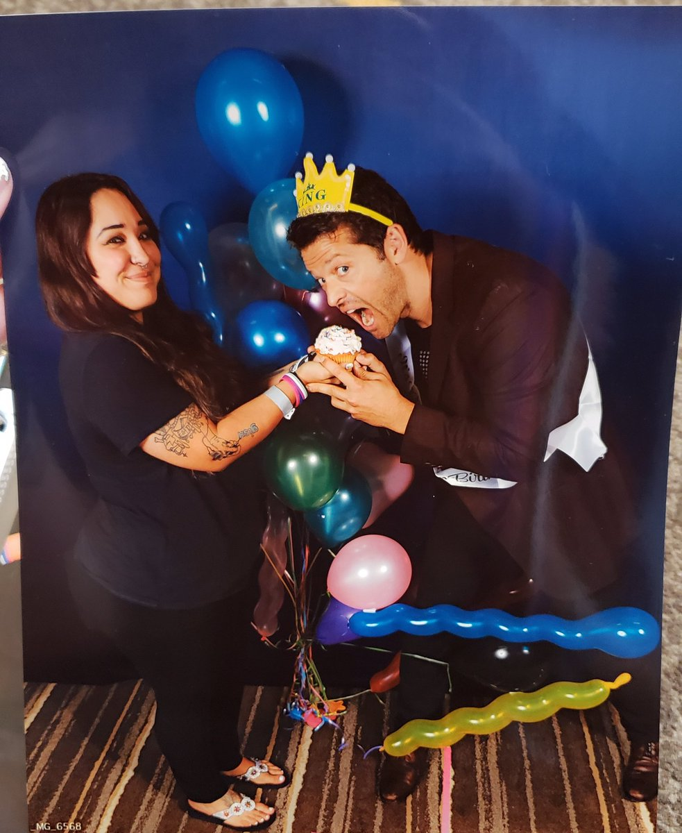 LOOK I GOT A RETAKE IM SO HAPPY. MISHA ASKED TO KEEP THE BALLOONS TOO #SPNDEN