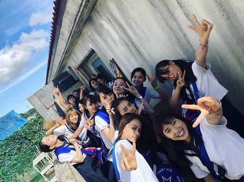 #土屋太鳳 さんが、ドラマ「チア☆ダン」の集合shotを公開👩🏻📣🎶 「夏やの!」😎🍉 #チアダン @cheerdan_tbs ブログはこちら⬇️ ameblo.jp/tao-tsuchiya/e…