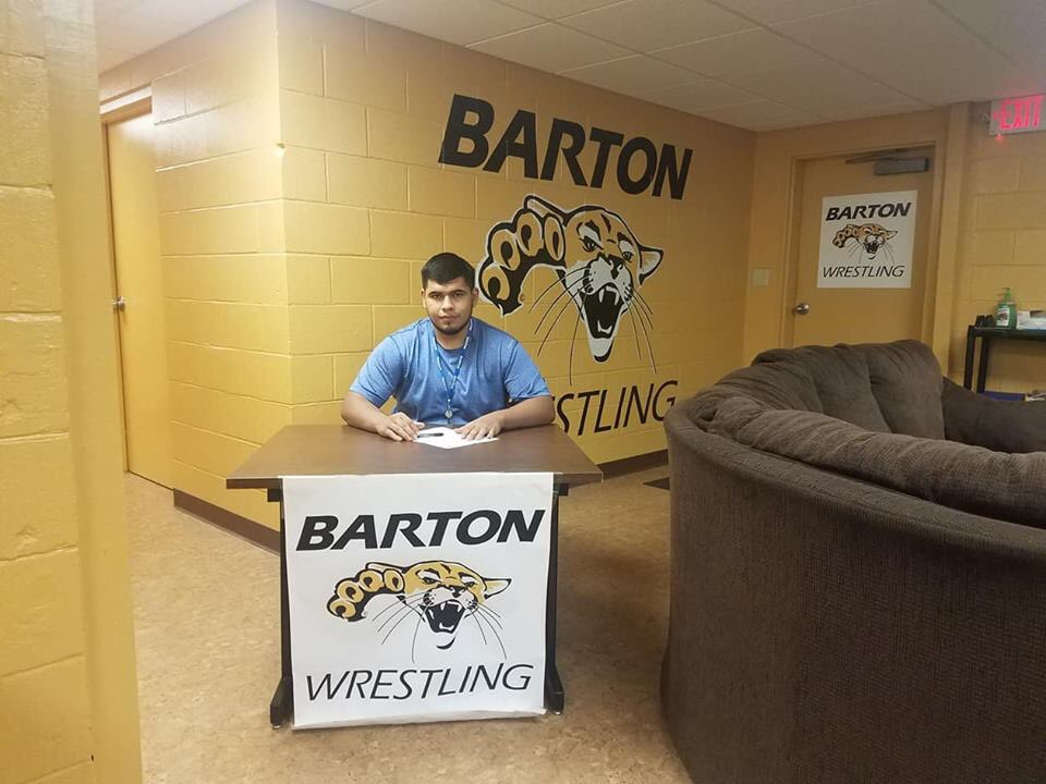 We didn't have a chance to do Oscar Vega's signing at Yuma High but, the Head Coach at Barton Community College was more than happy to send me a picture of him signing his National Letter of Intent. Thanks Coach Bammes. <br>http://pic.twitter.com/Ve3BKwcKOY