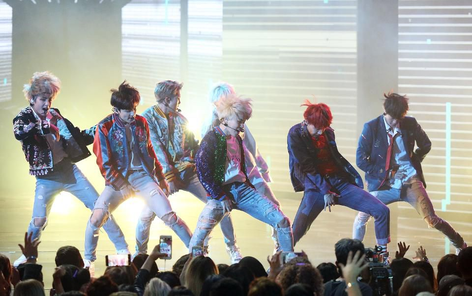 BTS emphasizes massive global appeal by becoming the 1st Korean act to earn 3 RIAA certifications https://t.co/w3rh8WftKw