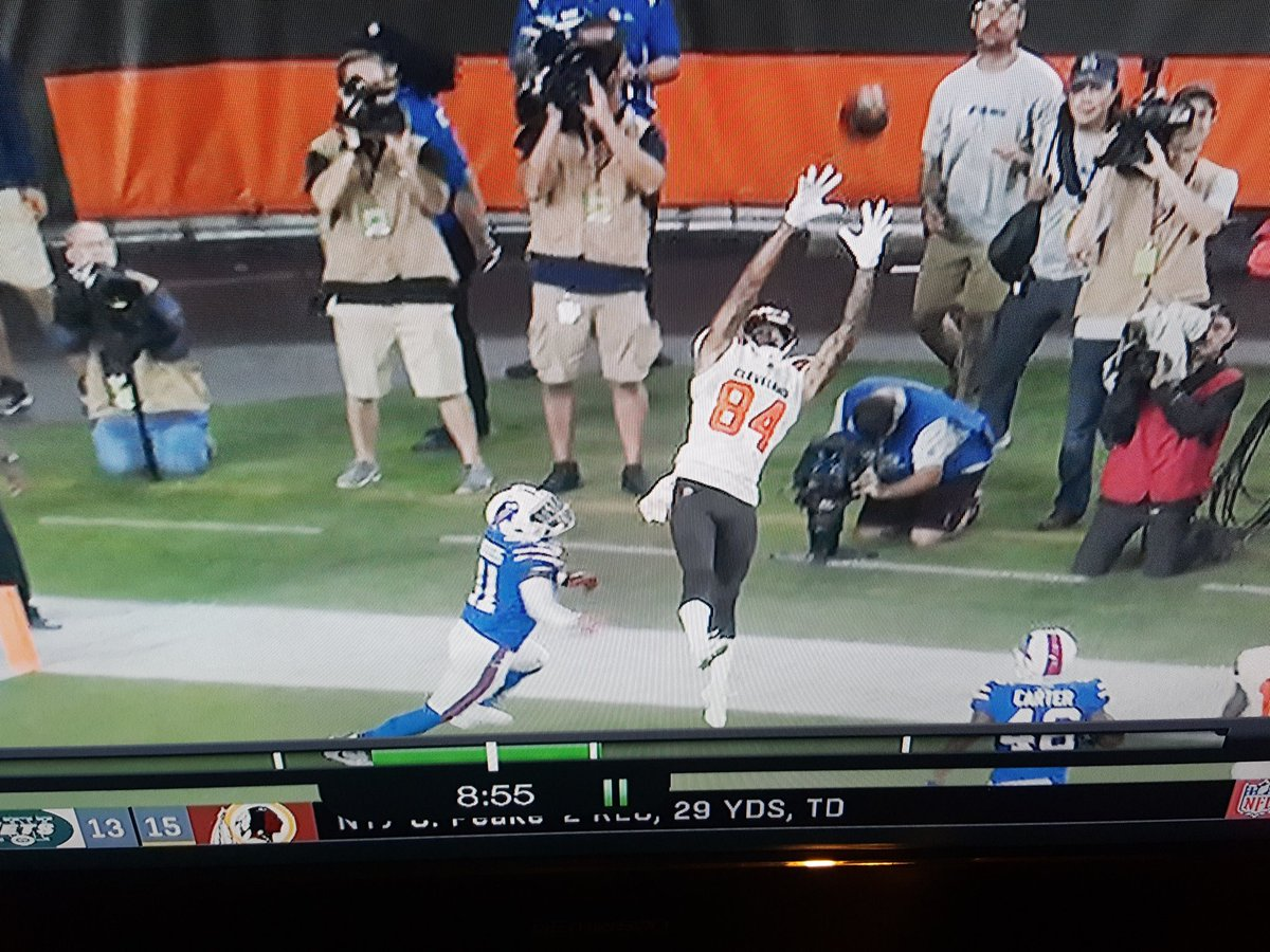 former @RIRocksFootball standout Derrick Willies just caught a NFL touchdown pass from Baker Mayfield in tonight&#39;s @Browns game against the Bills @R_I_Schools<br>http://pic.twitter.com/kxSuaEsfES