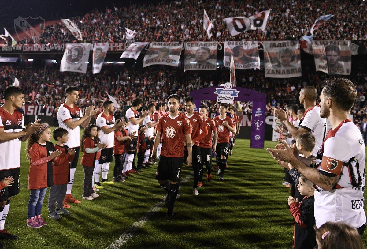 Un gesto para aplaudir más allá de cualquier resultado ¡Gracias @CANOBoficial! ¡Que viva el fútbol! 👏 #TodoRojo 🔴