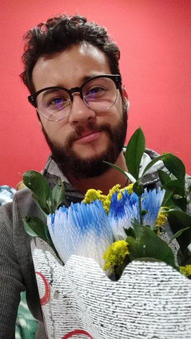 No es mi cumpleaños, no es una fecha simplemente me Azul es un color. #FelizFinde #BuenViernes Buenas noches Photo