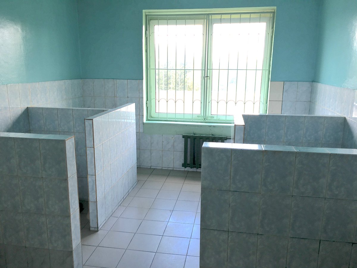 sfotkal-devushku-v-tualete