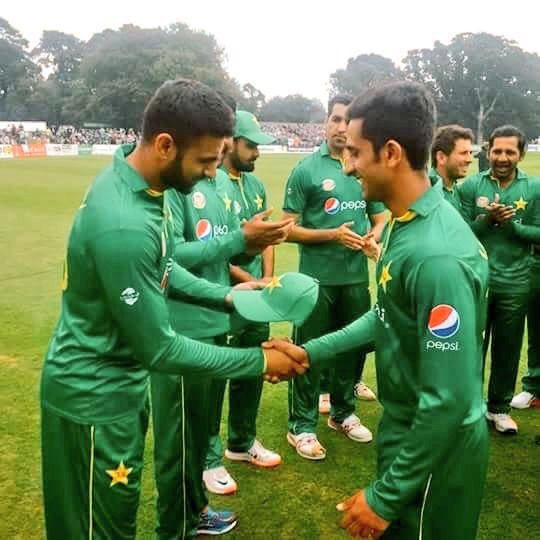 18 August 2016! A date that will be remembered in Pakistan History for Hassan Ali making his Pakistan Debut!18 August 2018 a date that will be again remembered for our Kaaptan (@Imran Khan) playing the Biggest Test of His Life! #MyPakDebut #OathTaking @SpecialDate @PakZindabaad<br>http://pic.twitter.com/YsoJzxUmBq