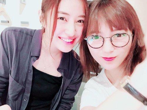 #川口春奈 さんが、✨美女✨な #岡本あずさ さんと会合した様子を公開👸🏻💍💄🥂 「あずさは私の癒し」🌹 @haruna_staff ブログはこちら⬇️ ameblo.jp/haruna-kawaguc…