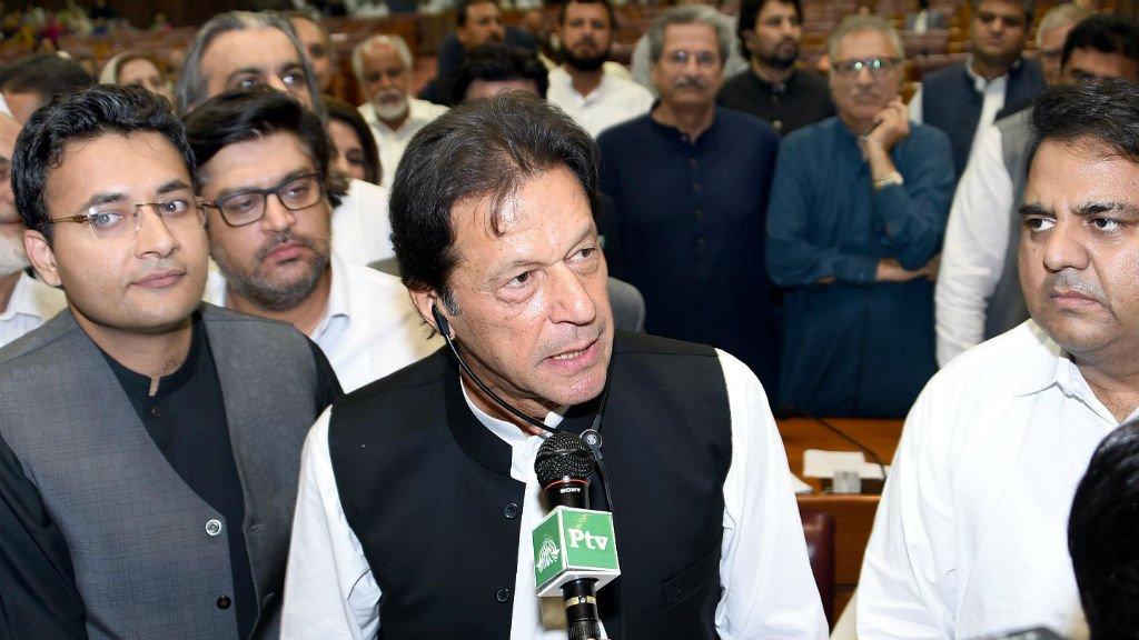 Playboy Pakistan cricket star Imran Khan sworn in as PM https://t.co/OEWlmm37Vy