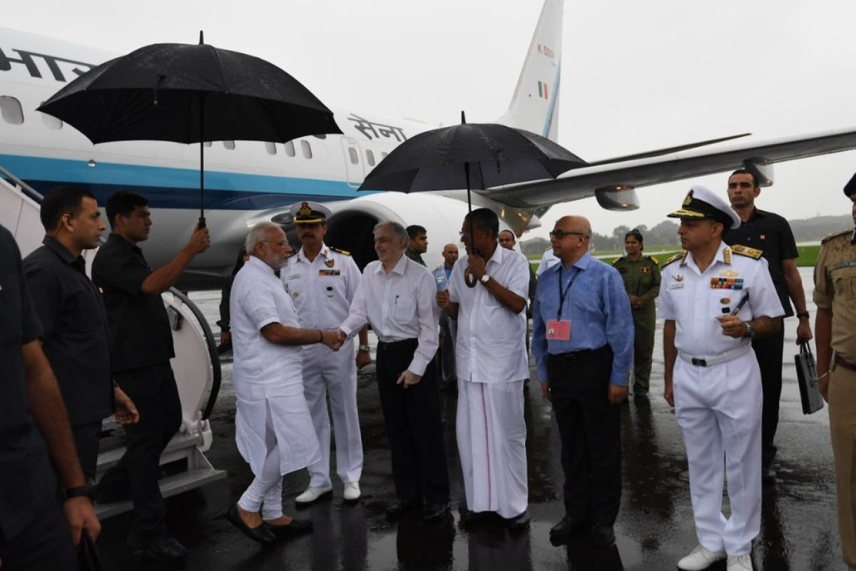 Rescue work in Kerala is in a shambles due to bad weather and meagre resources. And these have now been diverted to please Modi&#39;s whims. Two attempts were wasted on his utterly pointless ariel survey and serious rescue work was put off for the period citing security reasons /1 <br>http://pic.twitter.com/wIifWAZqT9