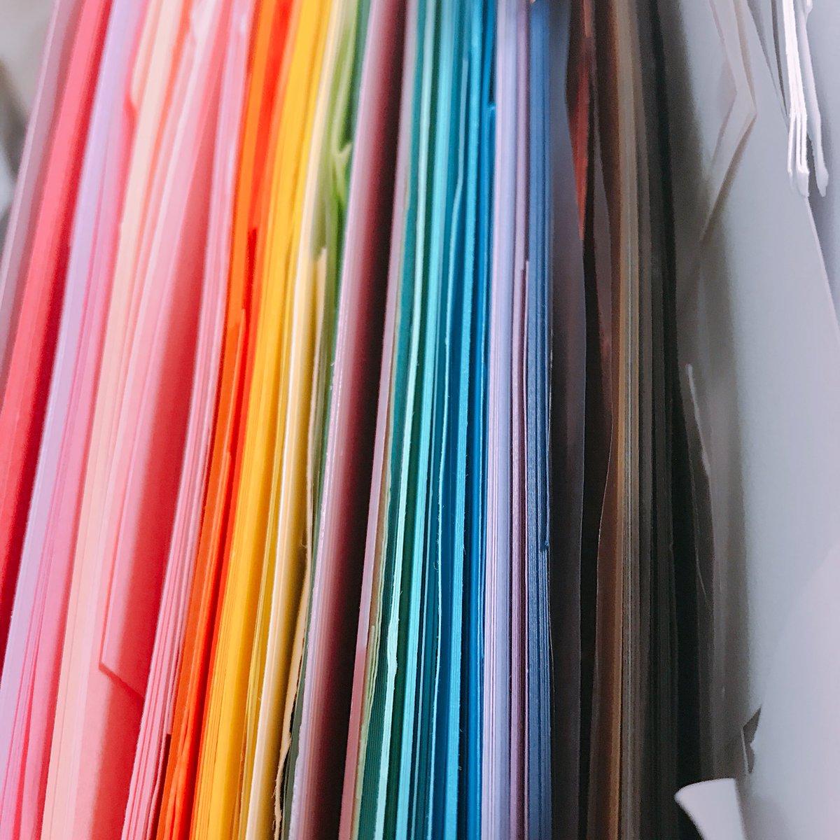 test ツイッターメディア - 画用紙が適当に袋に入ってて何色があって何色がないのかわからなかったので整理整頓! ファイルを2つ買って来て色分けした???  #幼稚園教諭 #画用紙 #整理整頓 #100均 #セリア https://t.co/A9Zm8XKUVH
