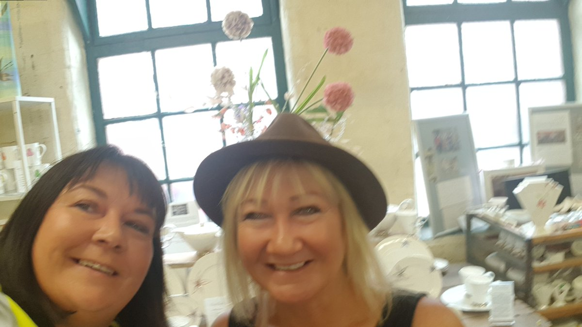 Before the crowds pour in to the #PoppiesTour @Middleport_Pot I popped in to see the uber talented @EmmaMayBailey Do not miss visiting her studio if you&#39;re visiting today #LocalAndProud   @Sotlive<br>http://pic.twitter.com/7x9DEIUFH4