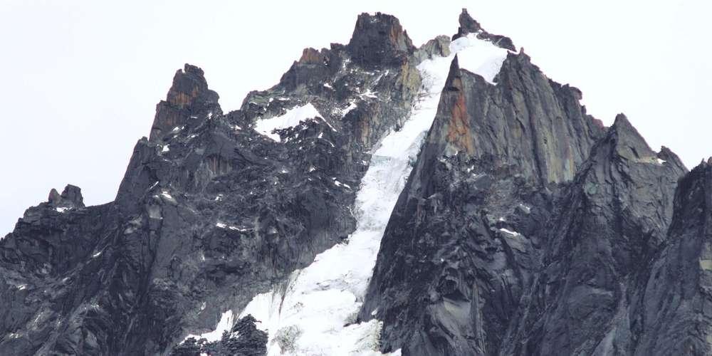 Mont-Blanc : l'irrespect atteint des sommets sur le toit de l'Europe sudouest.fr/2018/08/18/mon…