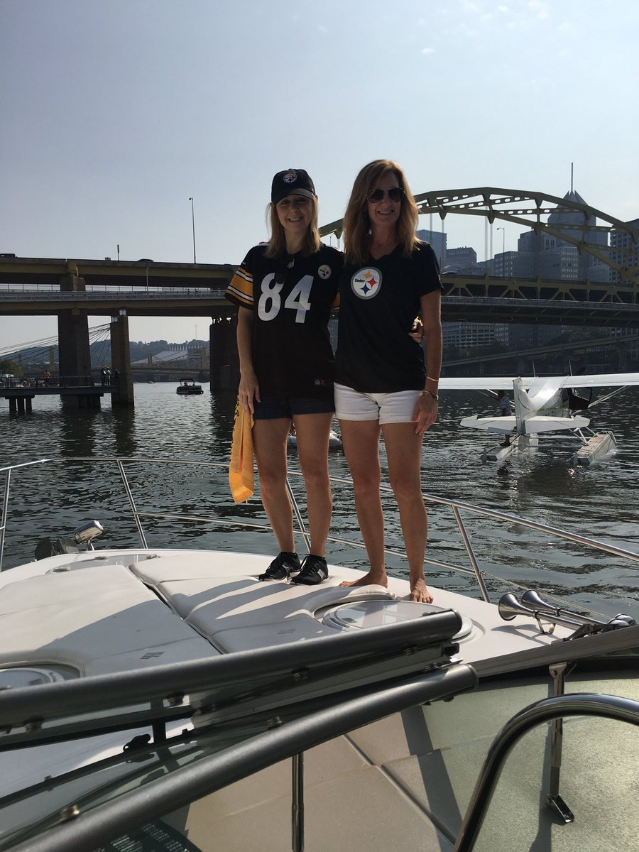 #TBT on a Saturday...Opening day last year, tailgating on my friend's boat...and we got the win! #goodtimes #Steelers <br>http://pic.twitter.com/igcd3CR8Dv