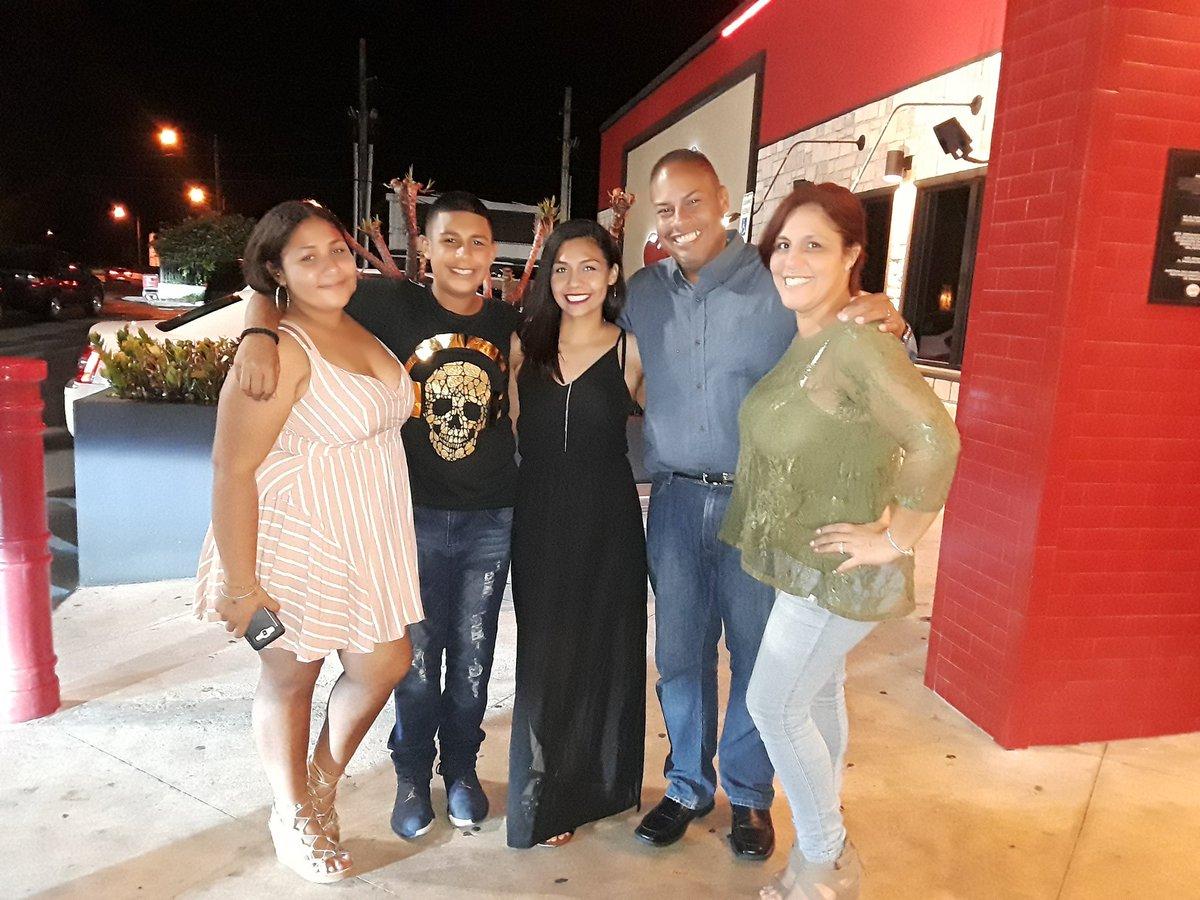 Celebrando anoche los 22 de mi beba Kinaysha Mar en familia.  @MonicaMdeCollaz #22HB
