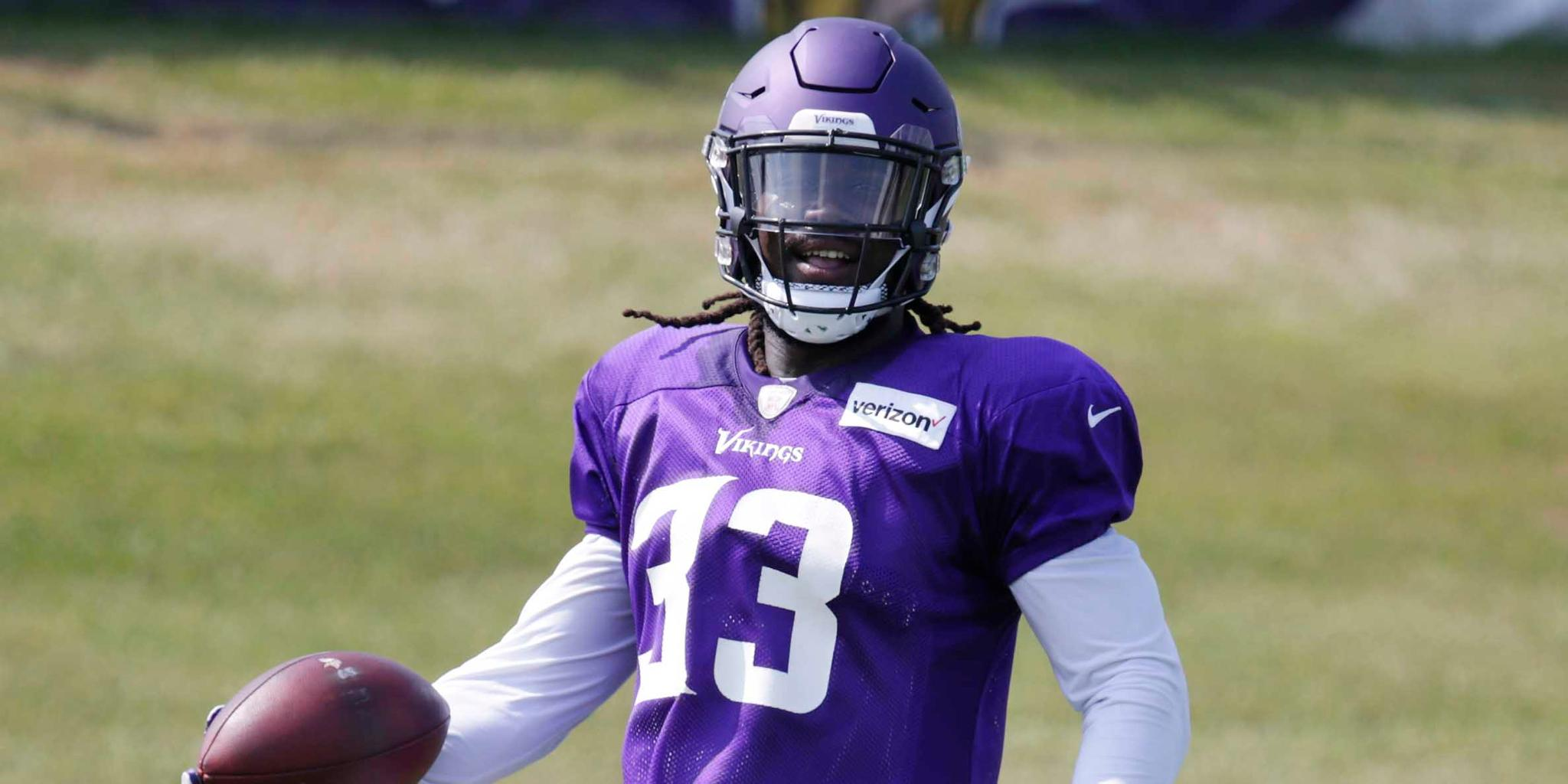 He hasn't played since Week 4 of last season.  Will @dalvincook return tonight? https://t.co/YeBxOPHVY4 #JAXvsMIN https://t.co/1ZvHLAotkq
