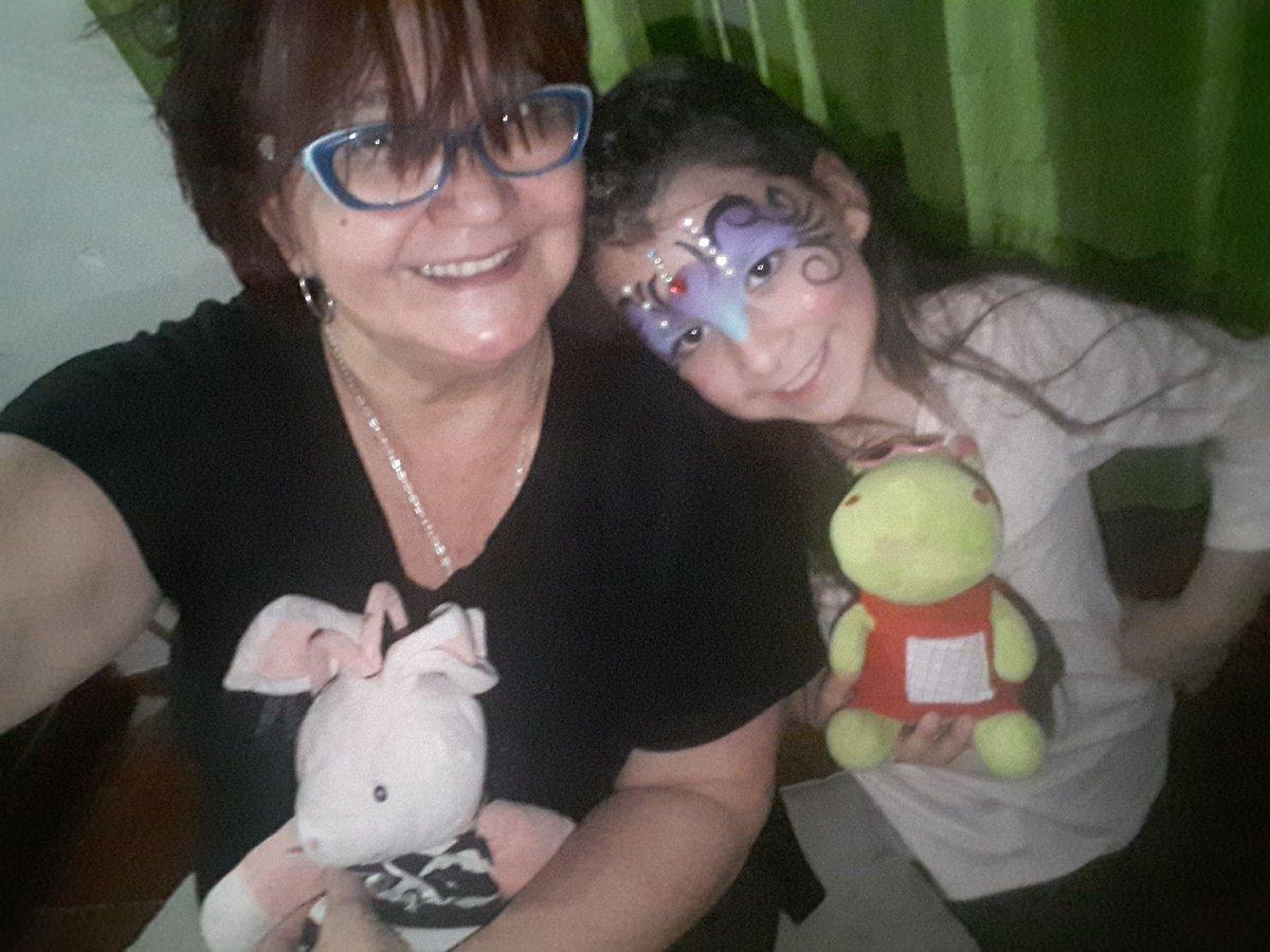 #EsteFinde jugando con Emmita mi chuchina pushiosha de la abu 👭❤❤ https://t.co/Cjh9s1SP4F